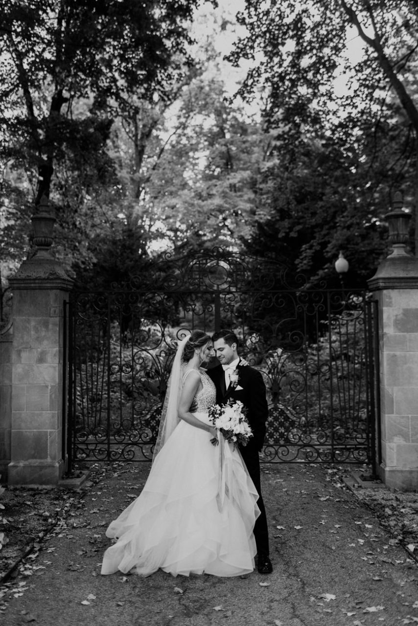 best-top-los-angeles-destination-wedding-photographer-hipster-modern-quirky-editorial-romantic-epic-63-indianapolis-museum-art-moody-black-white