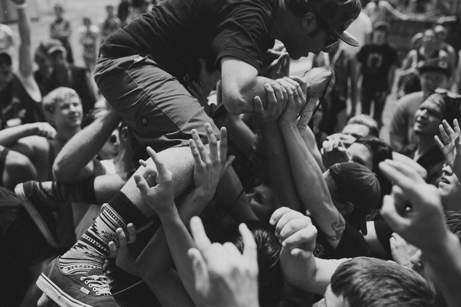 5-islander-Mickey-Carvajal-crowdsurf-rockstar-mayhem-fest-concert-photographer-band-okc