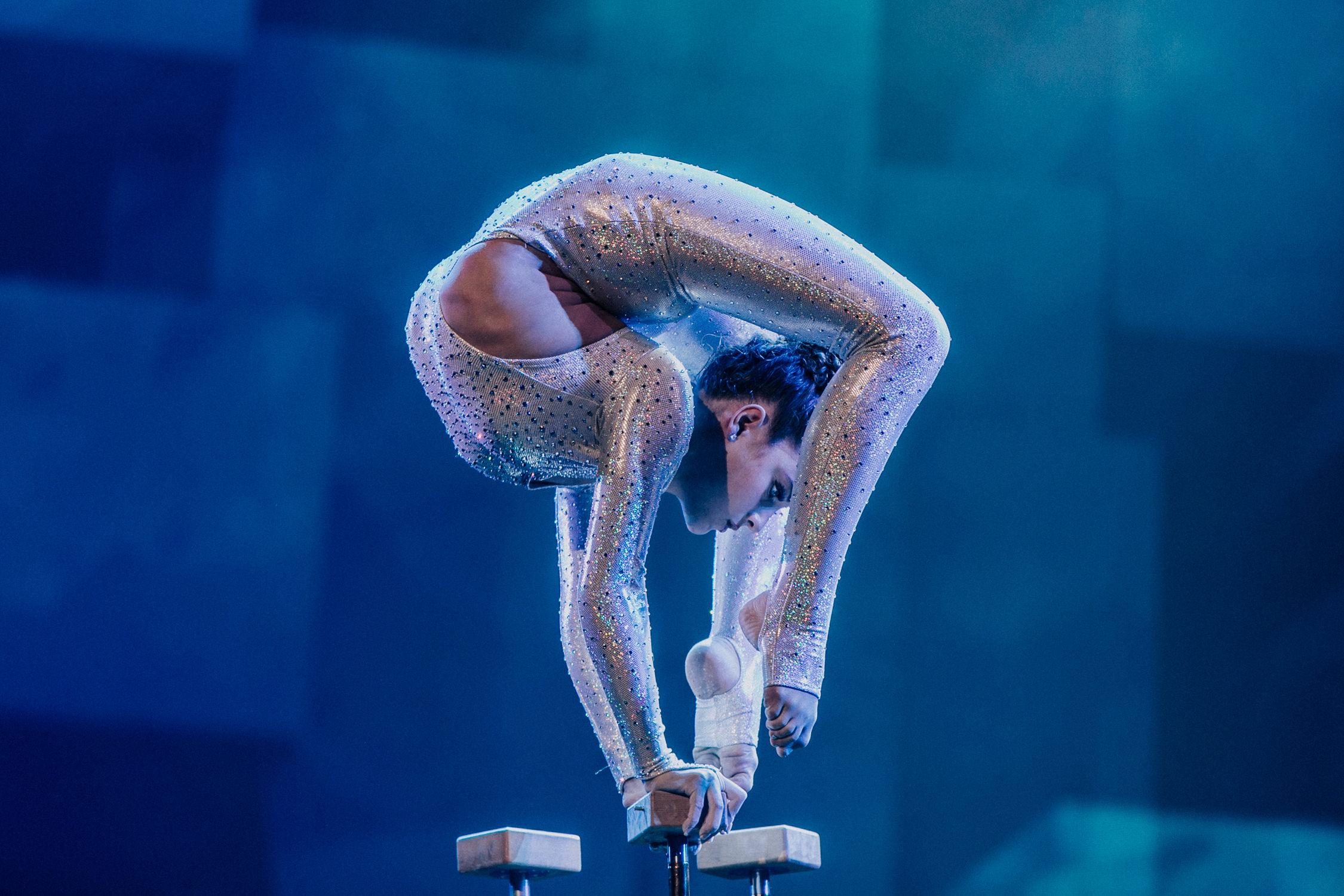 Sofie-Dossi-contortionist-performer-AnnaLeeMedia