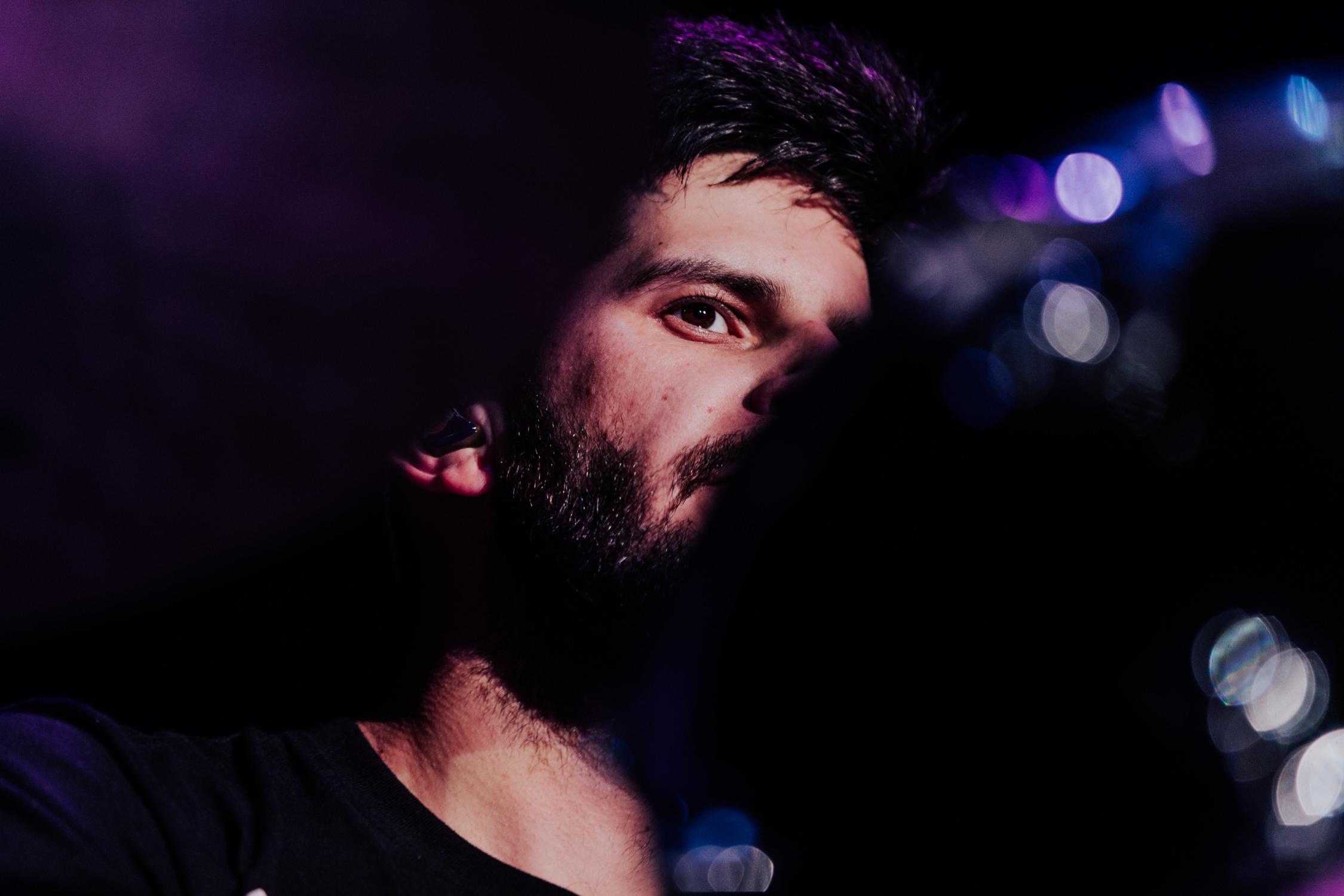 adam-levin-eye-through-drums-concert-portrait-AnnaLeeMedia
