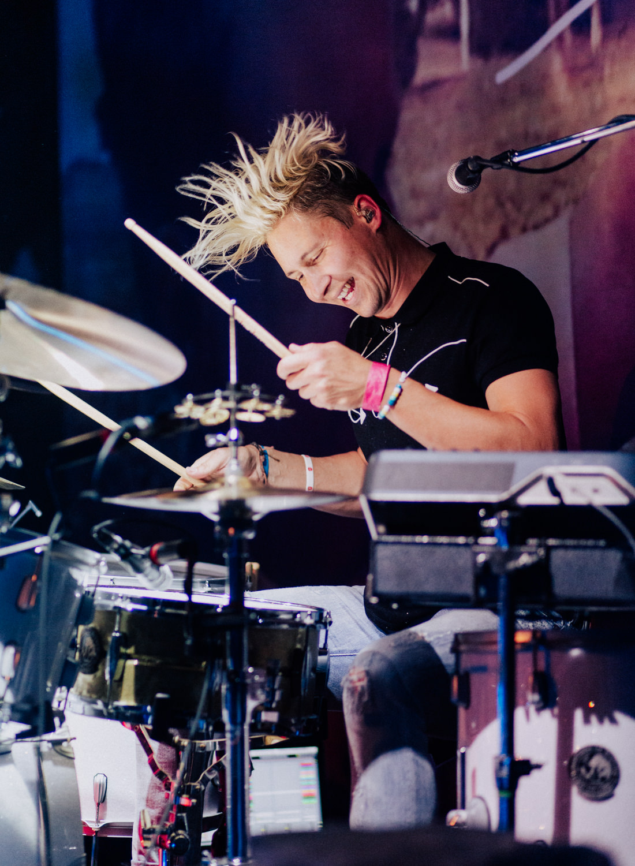beau-hair-flip-smallpools-drums-AnnaLeeMedia