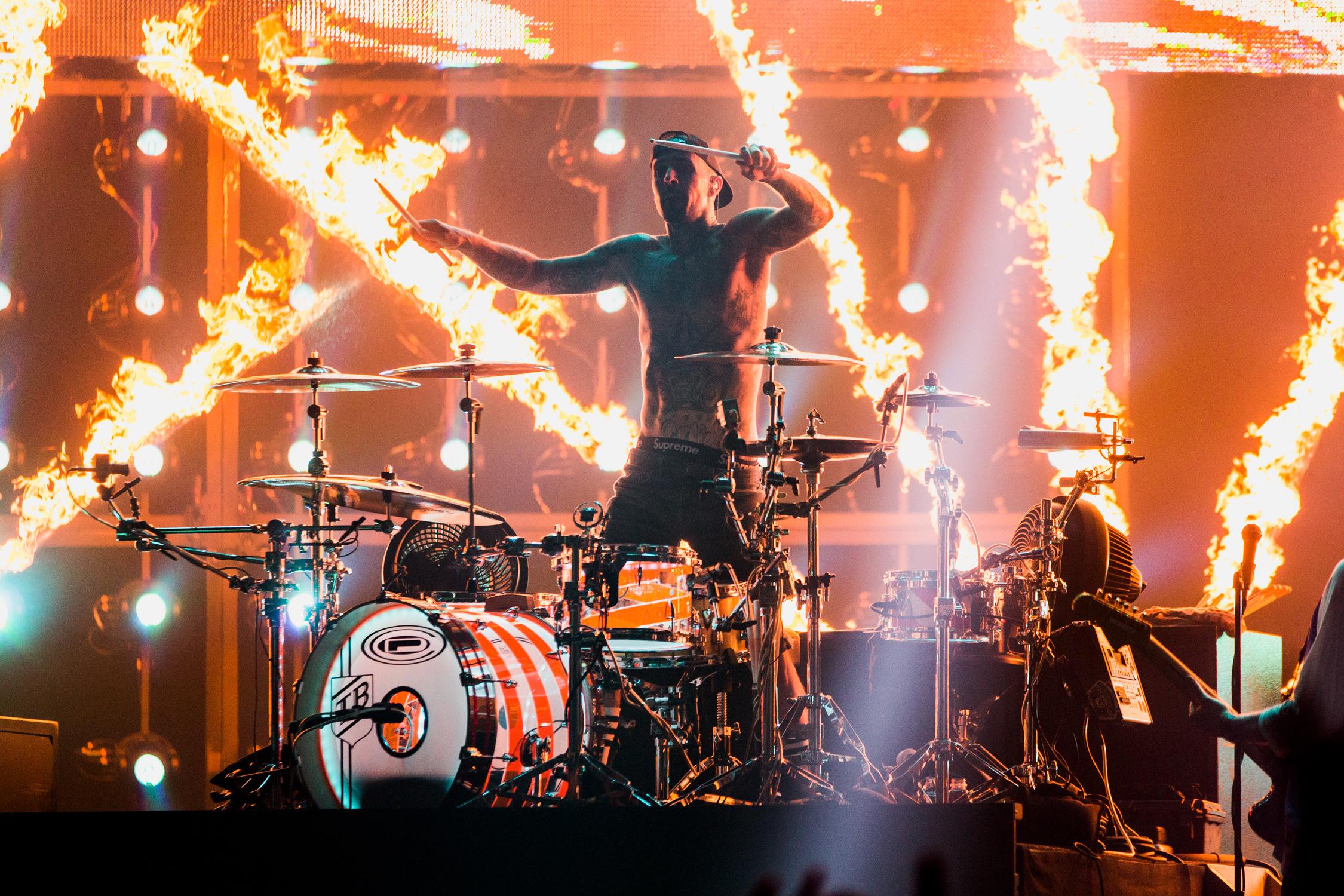 blink-182-travis-barker-pyro-live-show-AnnaLeeMedia