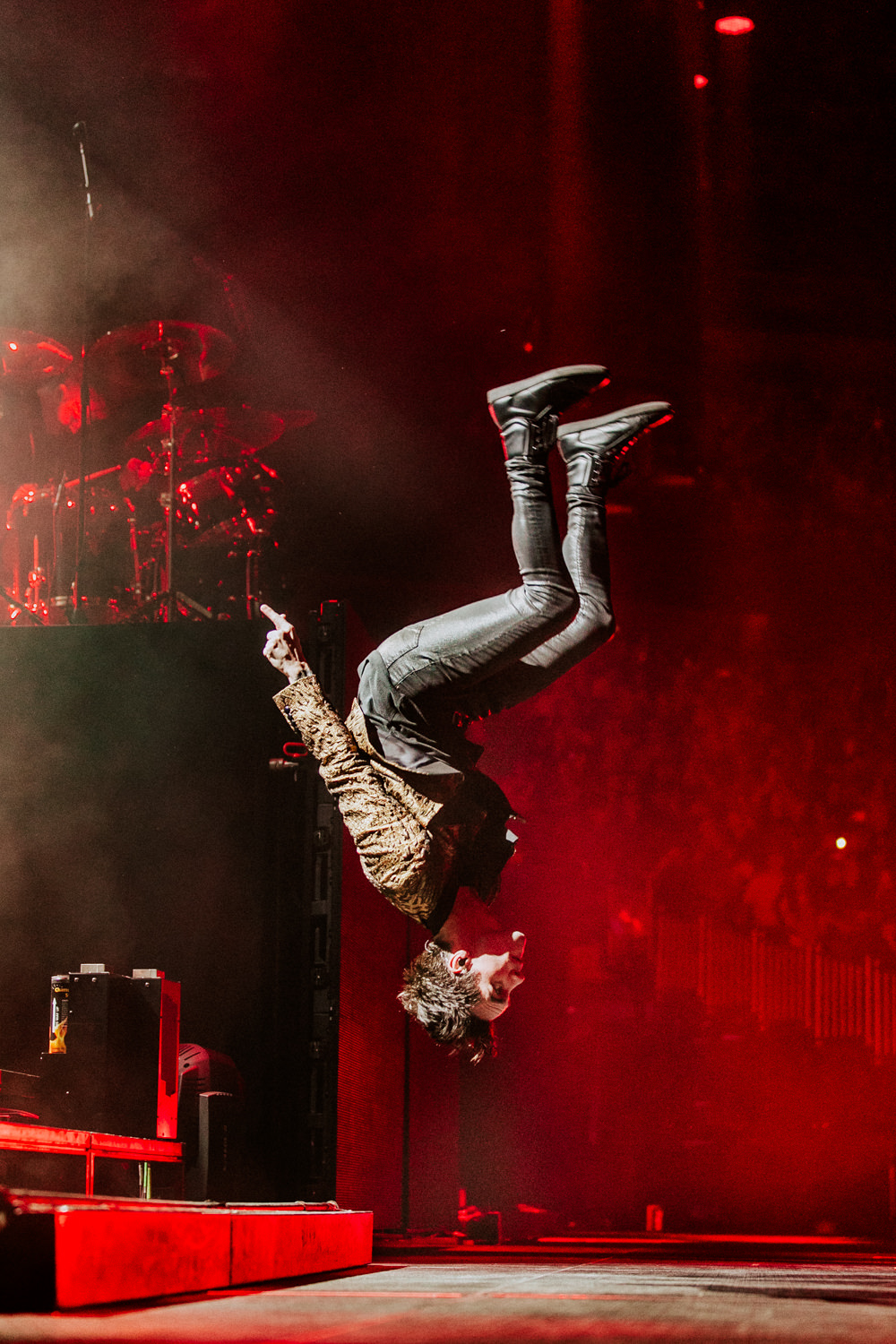 brendon-urie-back-flip-patd-panic-at-the-disco-AnnaLeeMedia