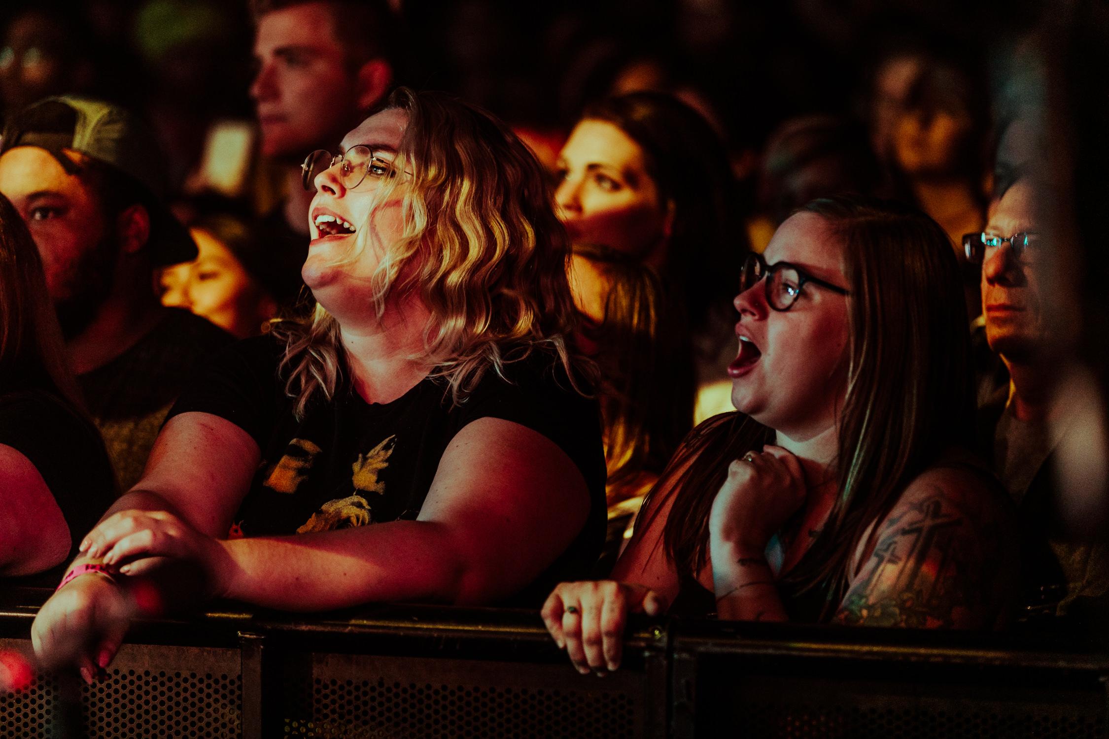 concert-front-row-fans-singing-AnnaLeeMedia