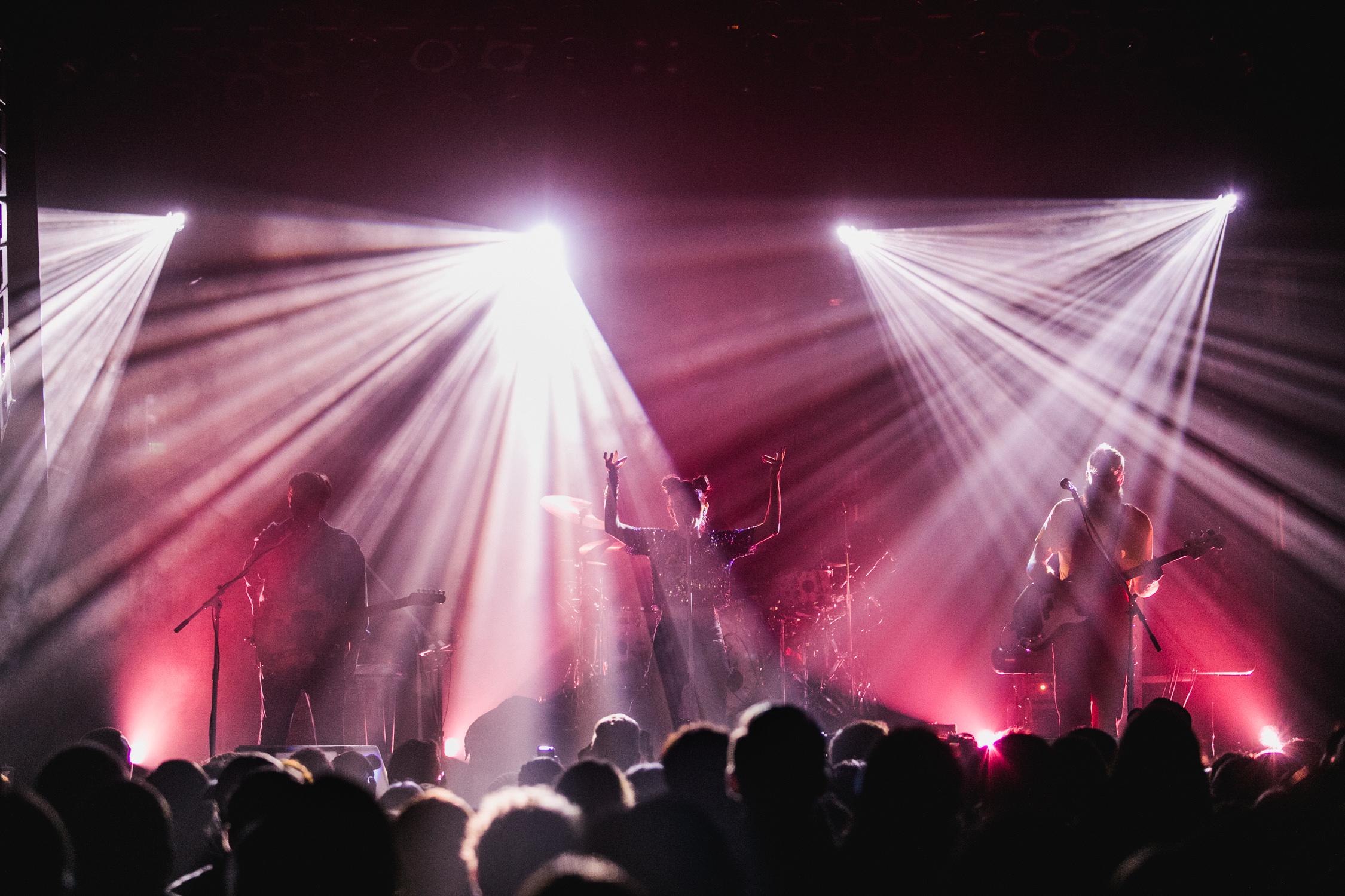 concert-gobo-lighting-silhouette-AnnaLeeMedia