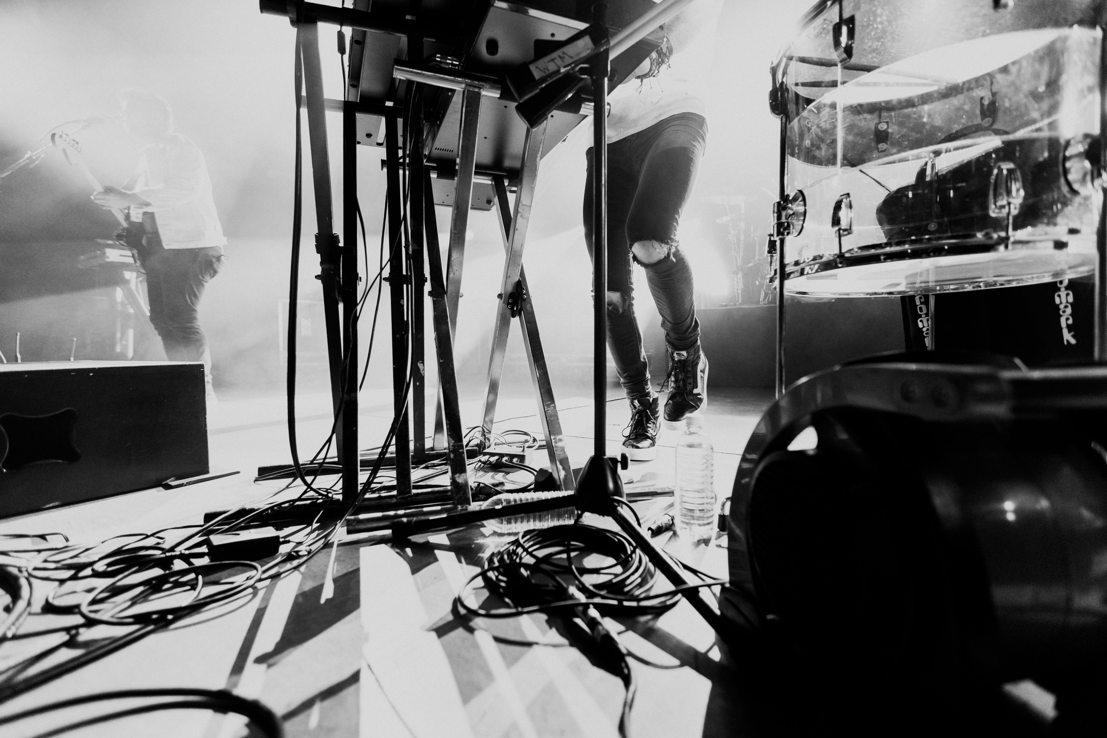 concert-stage-singer-feet-AnnaLeeMedia