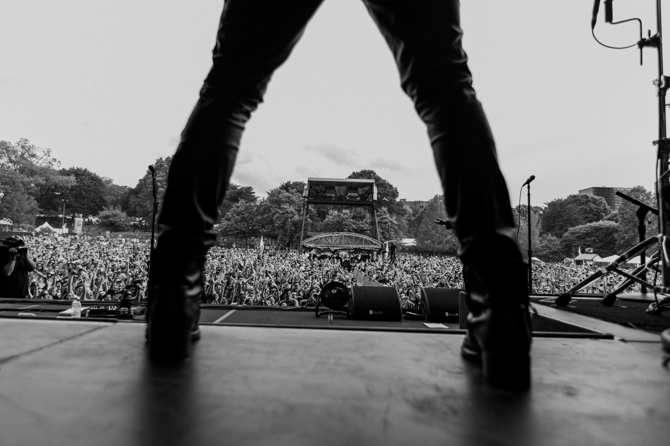 crowd-photo-through-legs-AnnaLeeMedia