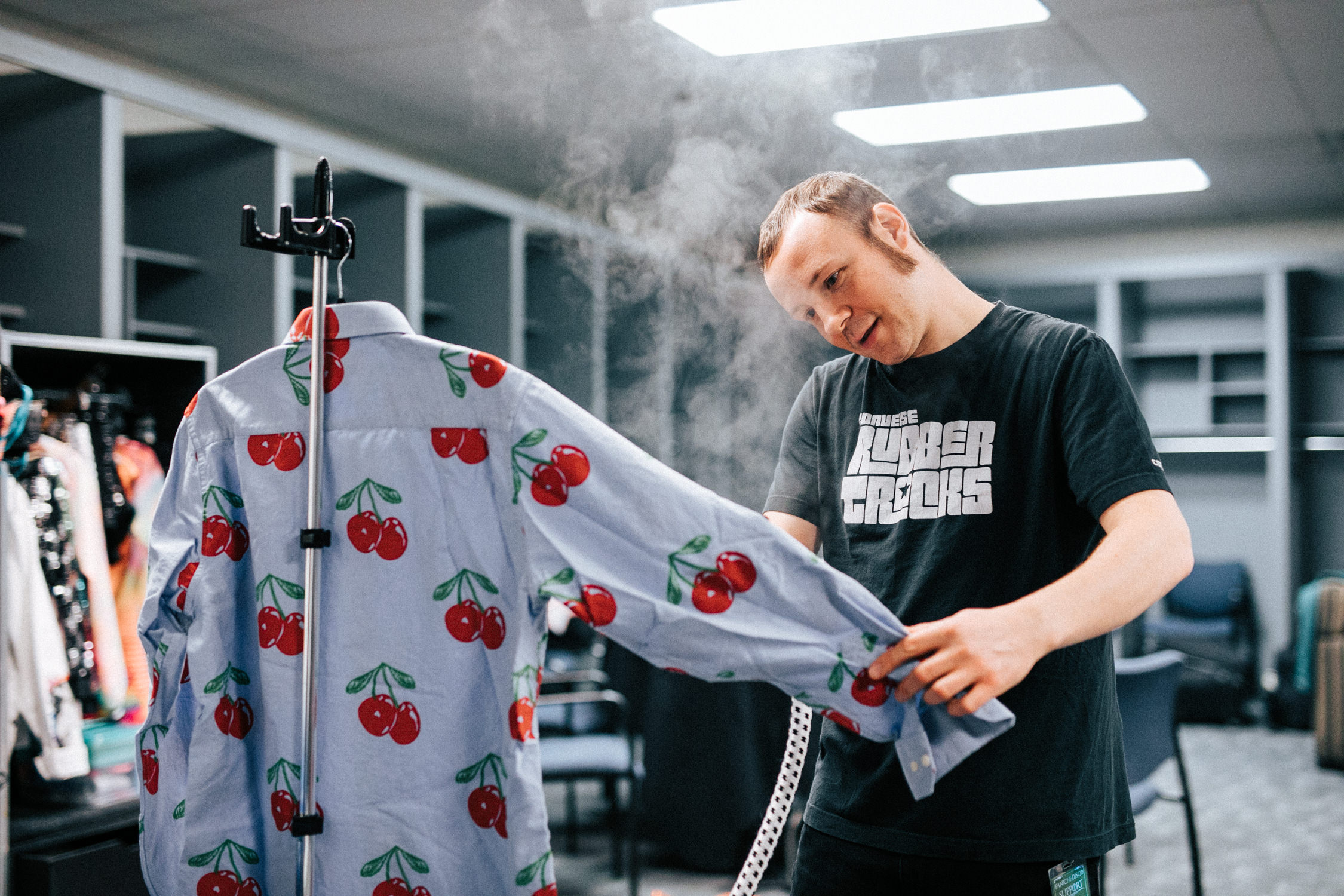 dr-bloom-jesse-tour-backstage-steam-shirt-misterwives-AnnaLeeMedia