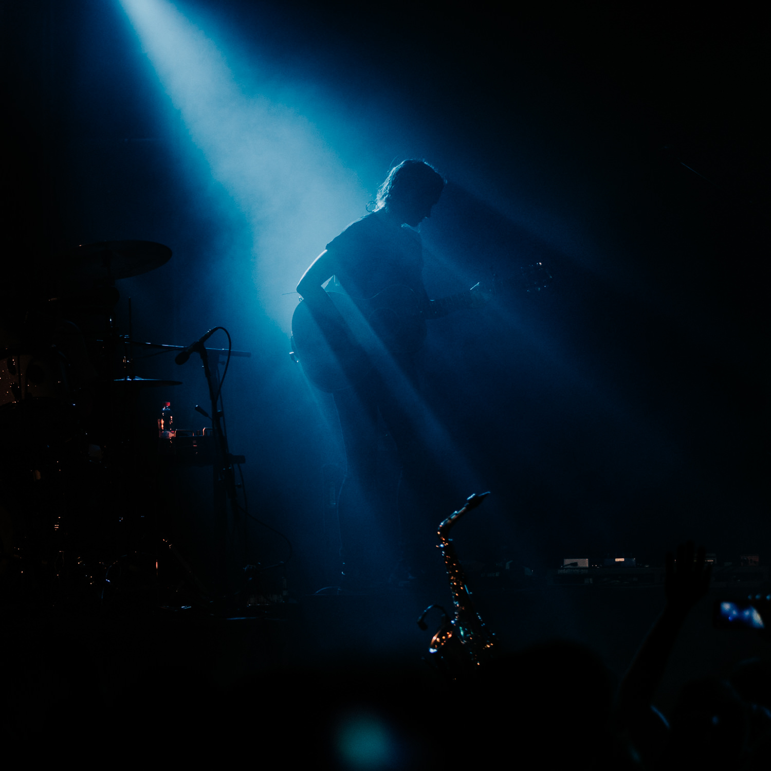 emily-moore-dramatic-silhouette-on-stage-AnnaLeeMedia