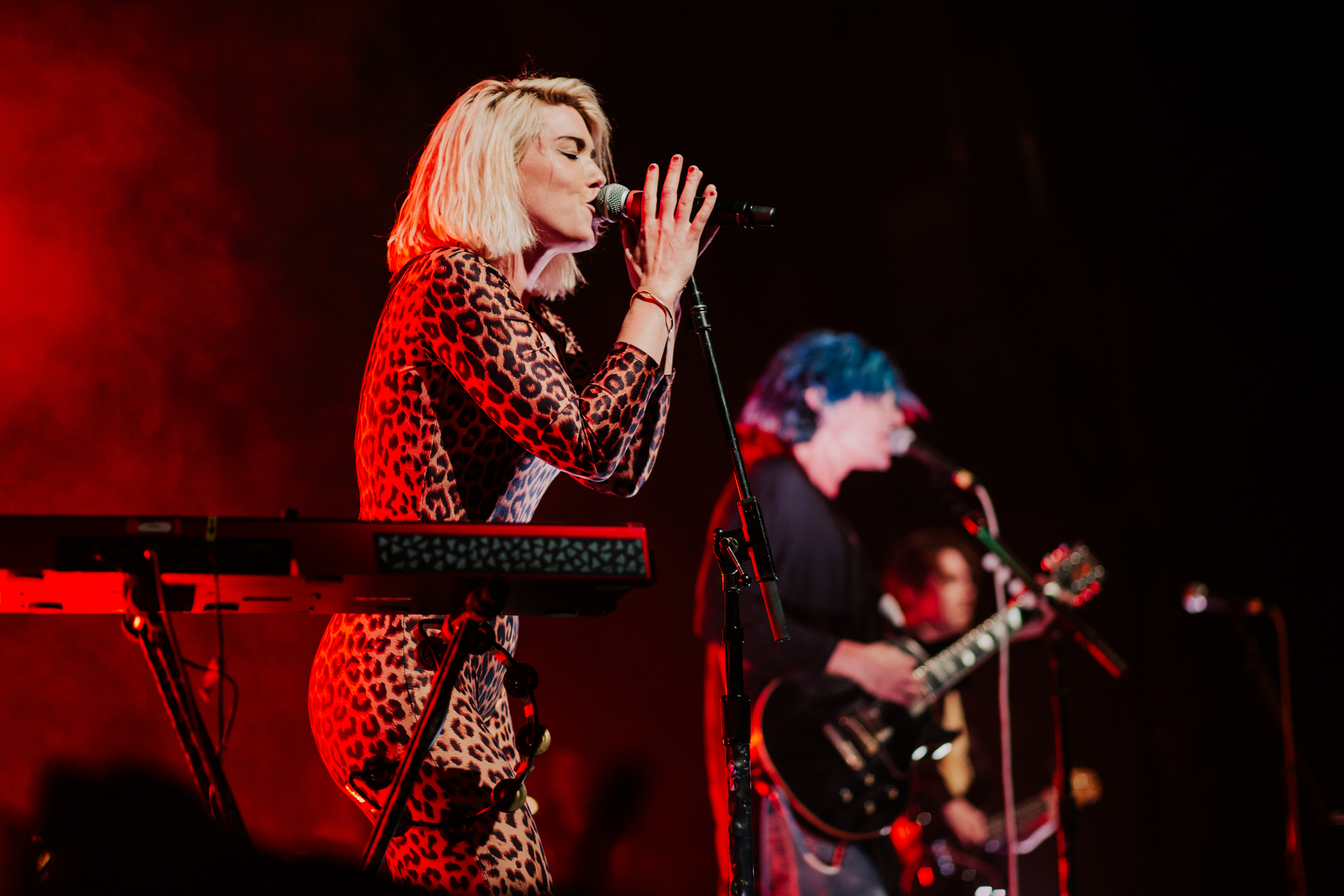 grouplove-hannah-singing-2014-AnnaLeeMedia