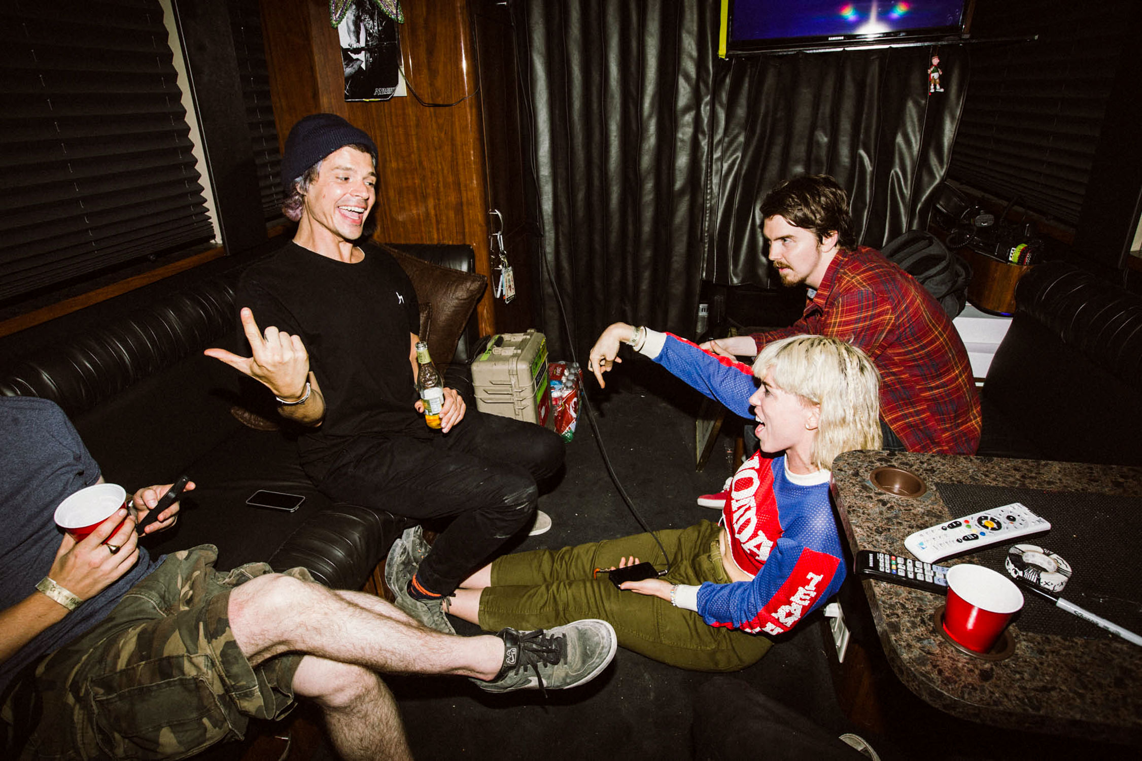 grouplove-singing-on-tour-bus-candid-AnnaLeeMedia