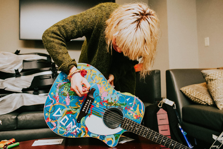 hannah-hooper-painting-guitar-grouplove-AnnaLeeMedia