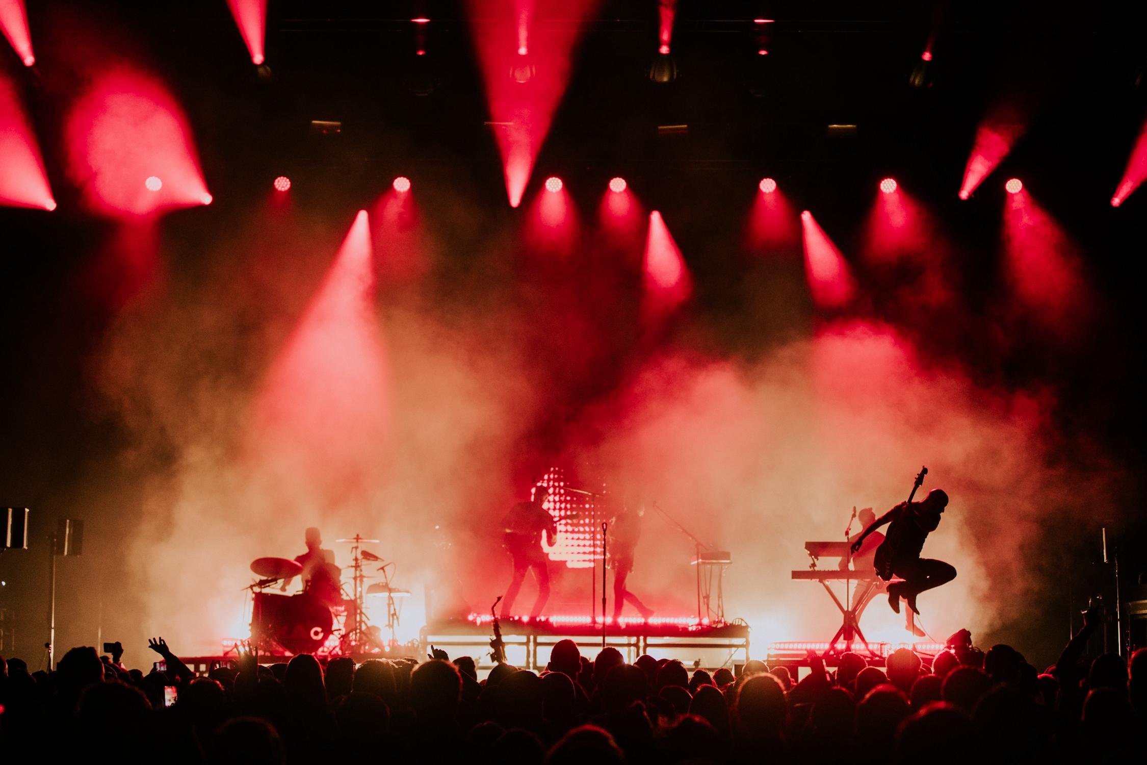 live-concert-silhouette-jump-x-ambassadors-AnnaLeeMedia