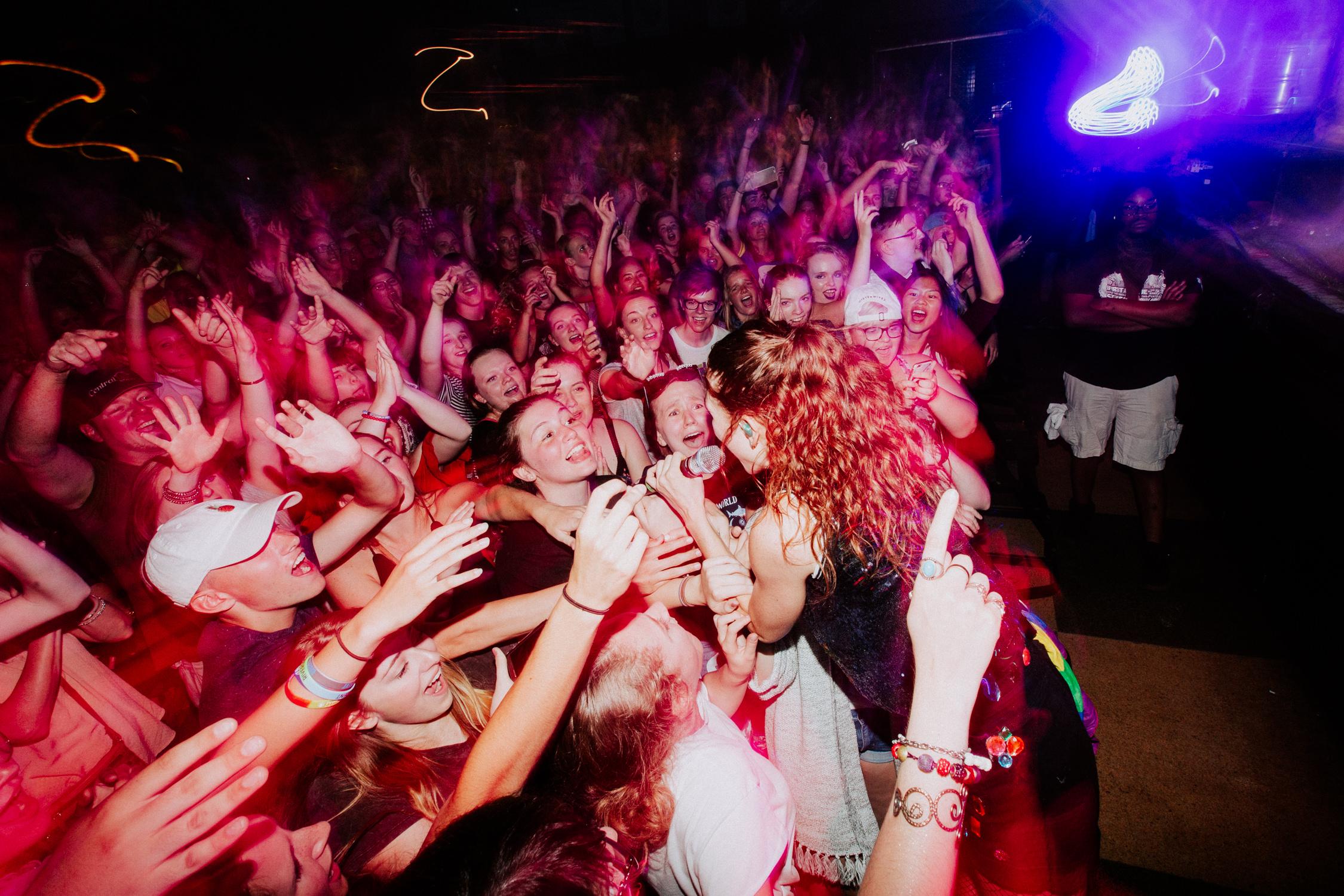 mandy-misterwives-concert-fans-front-row-tour-AnnaLeeMedia