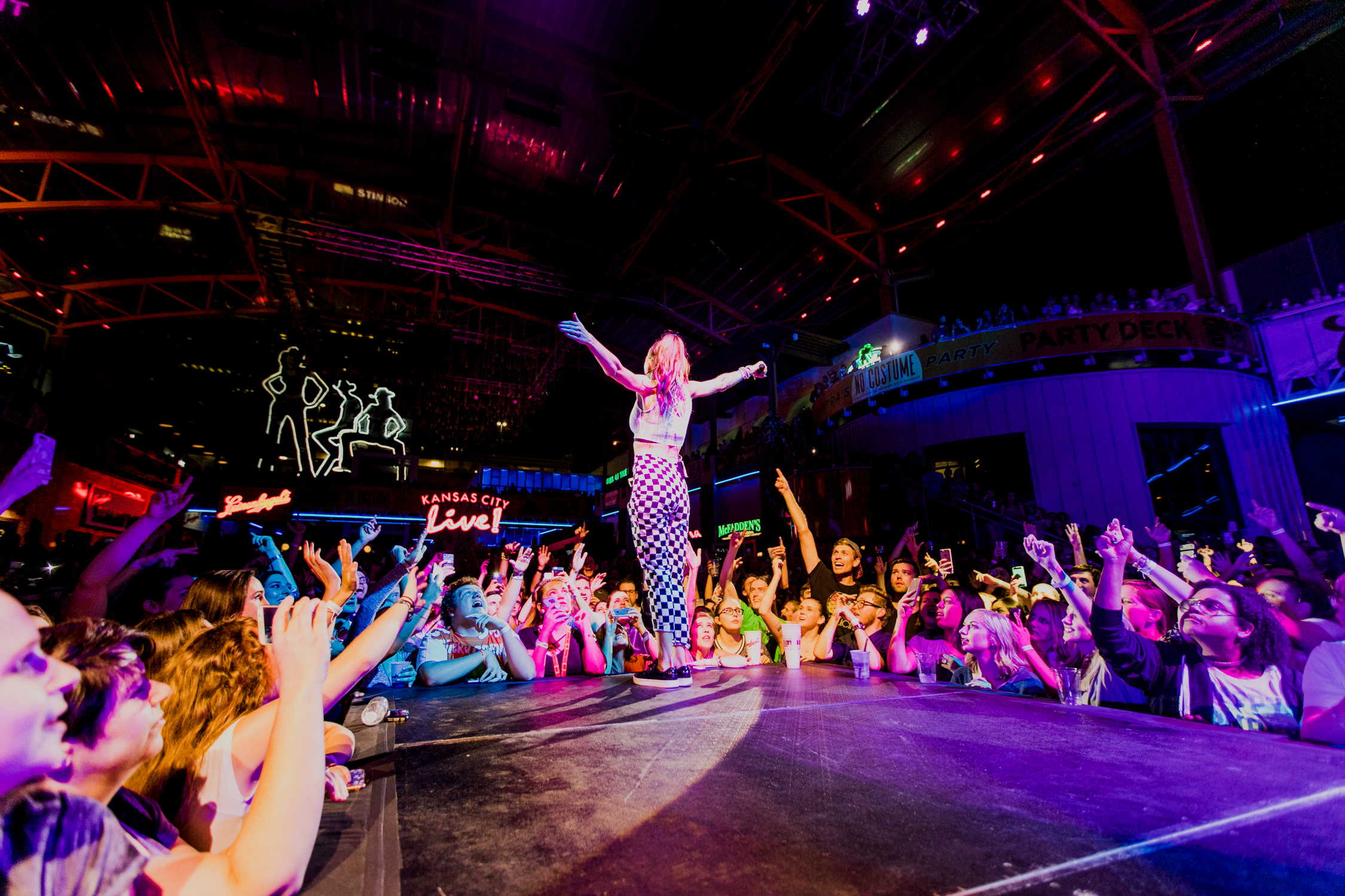 mandy-on-stage-power-light-district-kcmo-crowd-misterwives-AnnaLeeMedia