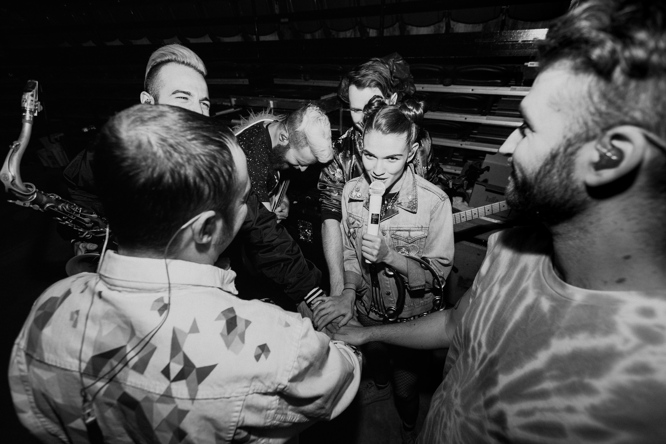 misterwives-band-tour-huddle-backstage-candid-AnnaLeeMedia