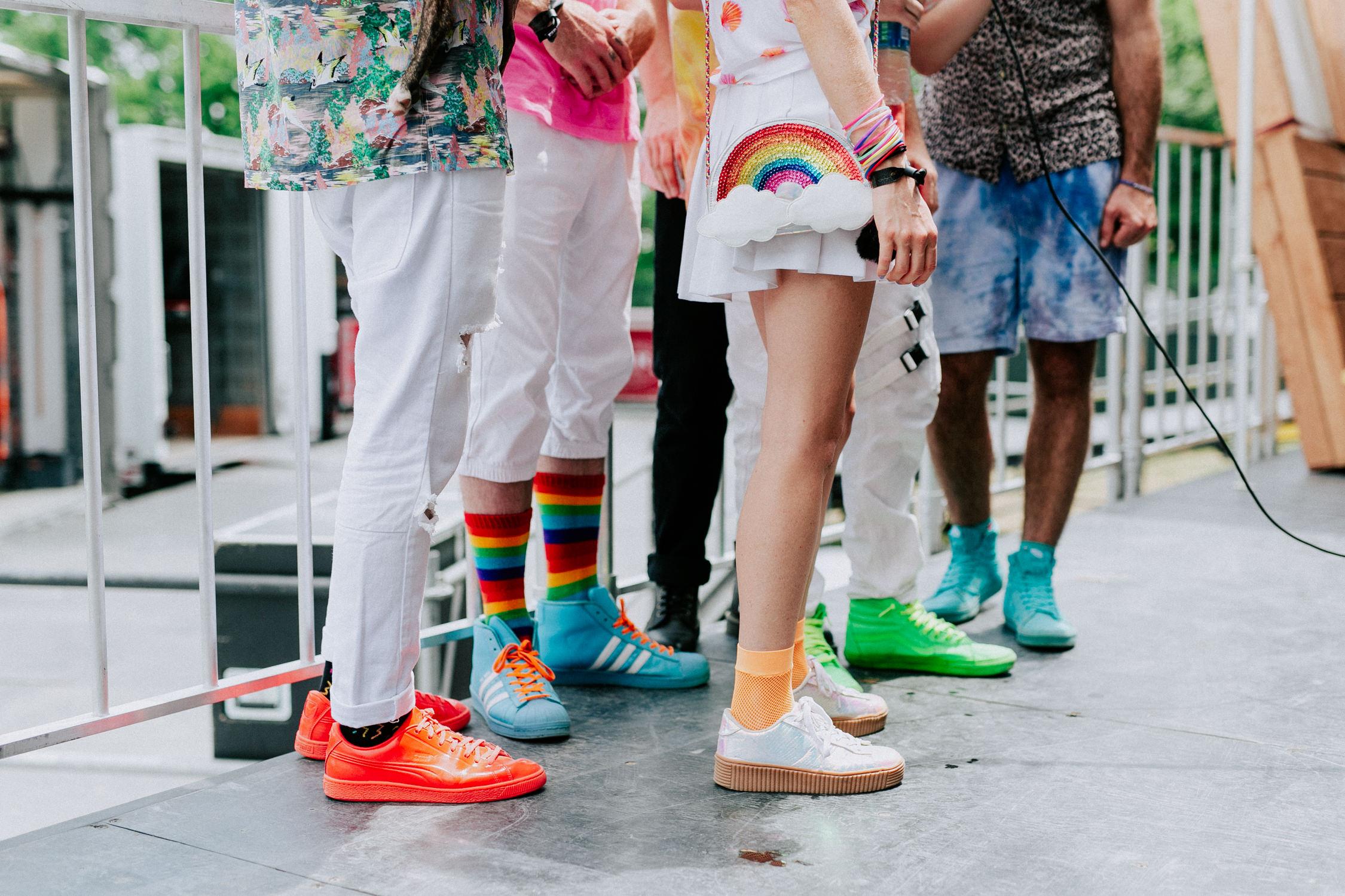 misterwives-rainbow-socks-outfits-AnnaLeeMedia