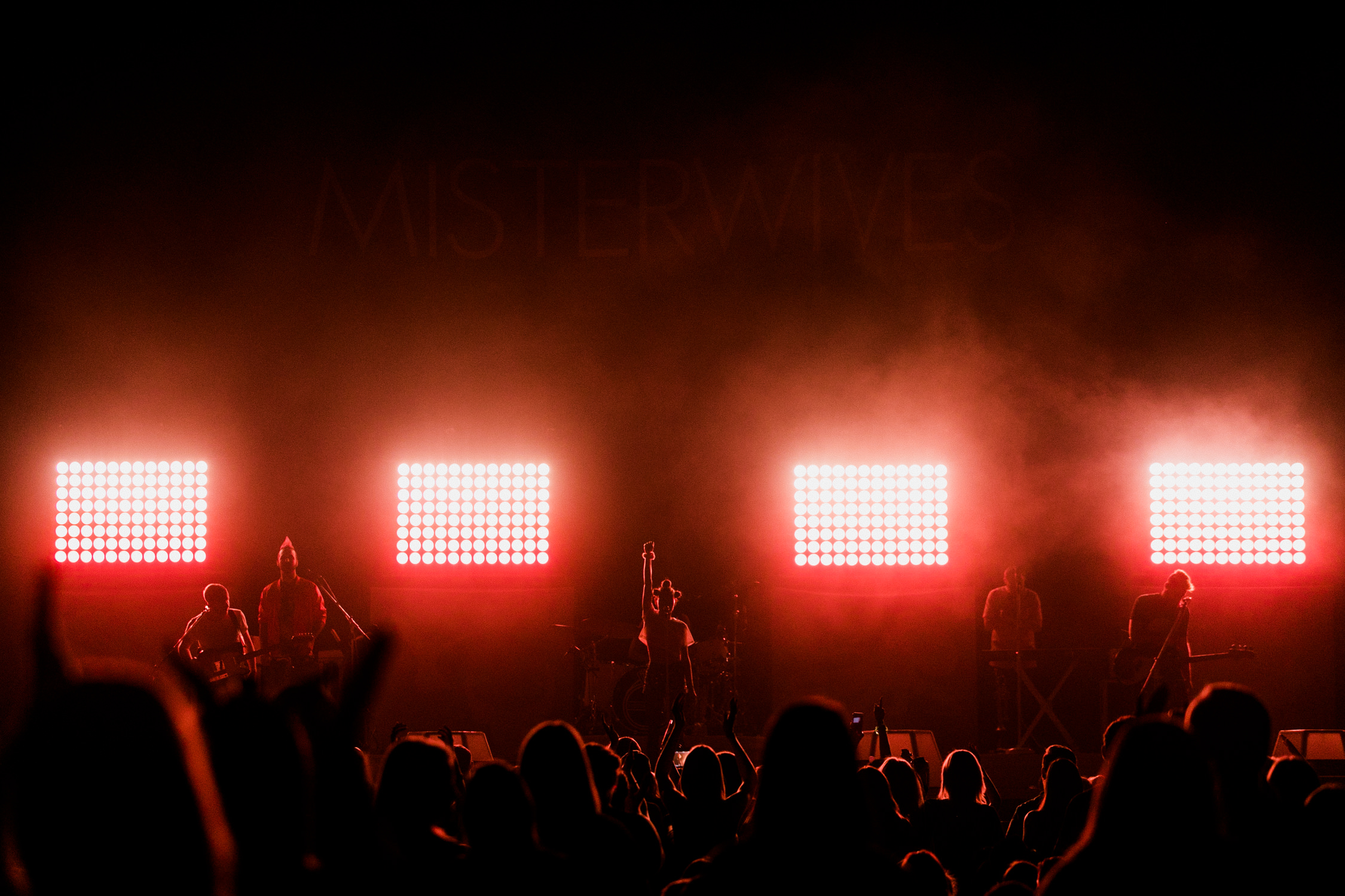 misterwives-red-silhouette-concert-arena-tour-crowd-AnnaLeeMedia