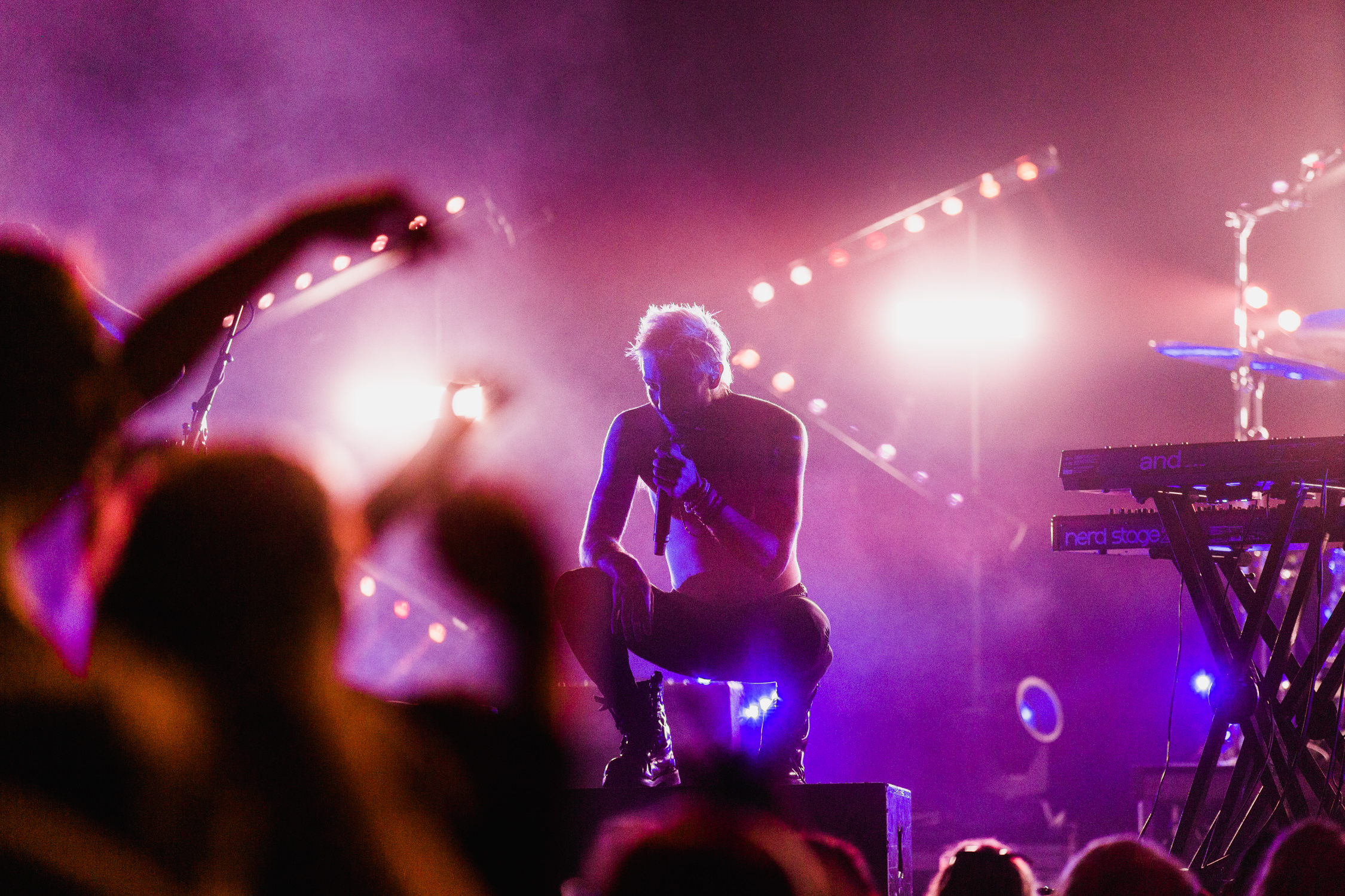 nick-concert-pink-backlighting-singer-walk-the-moon-AnnaLeeMedia
