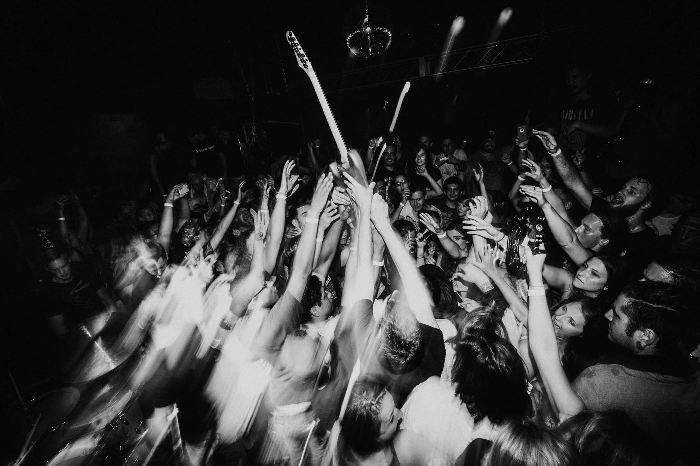punk-rock-crowd-with-guitar-shutter-drag-AnnaLeeMedia