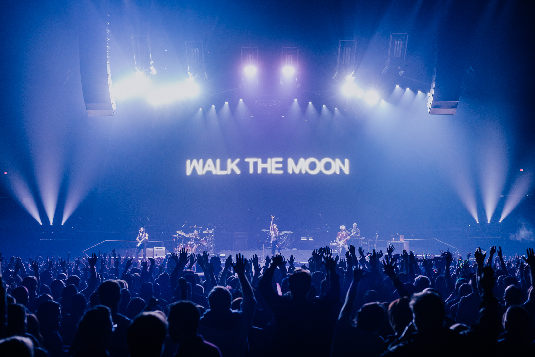 walk-the-moon-big-show-crowd-hands-up-muse-tour-AnnaLeeMedia