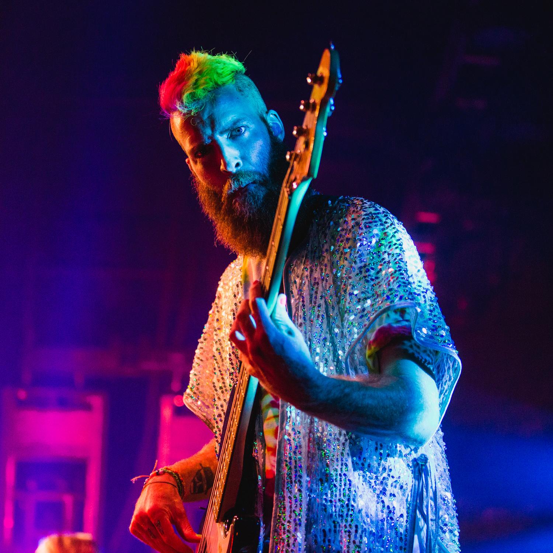will-hehir-rainbow-lights-on-stage-portrait-AnnaLeeMedia