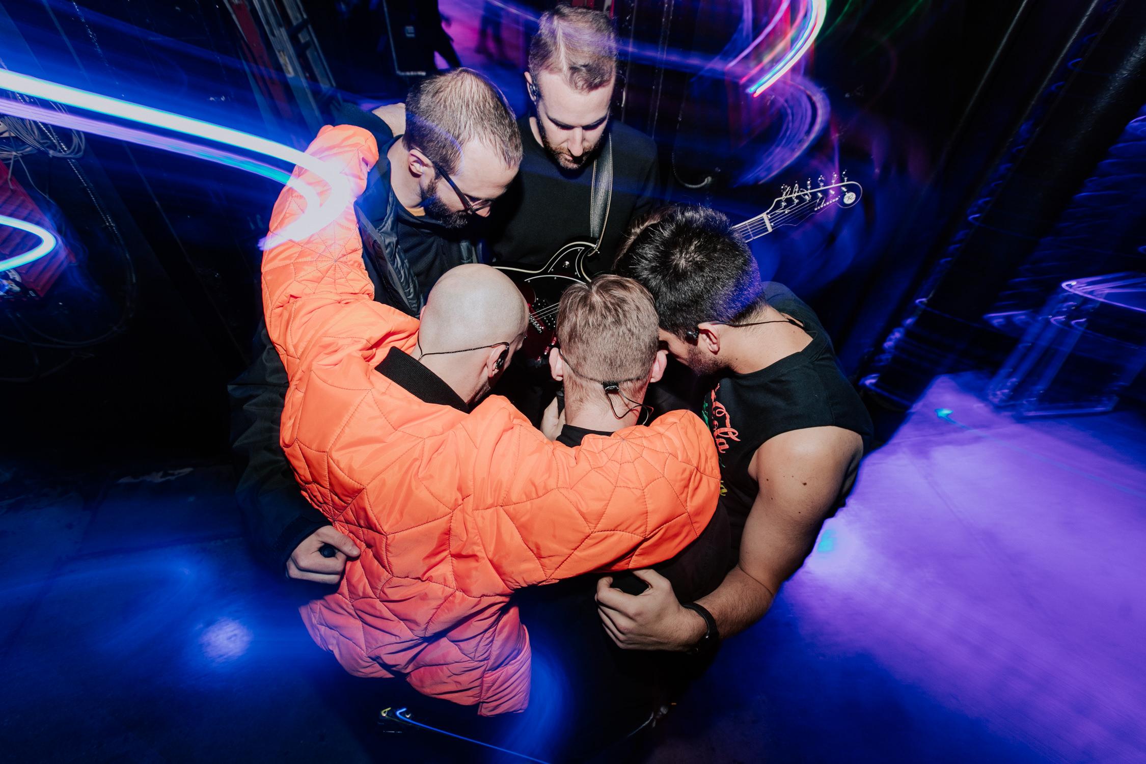 x-ambassadors-crew-tour-huddle-drag-shutter-AnnaLeeMedia