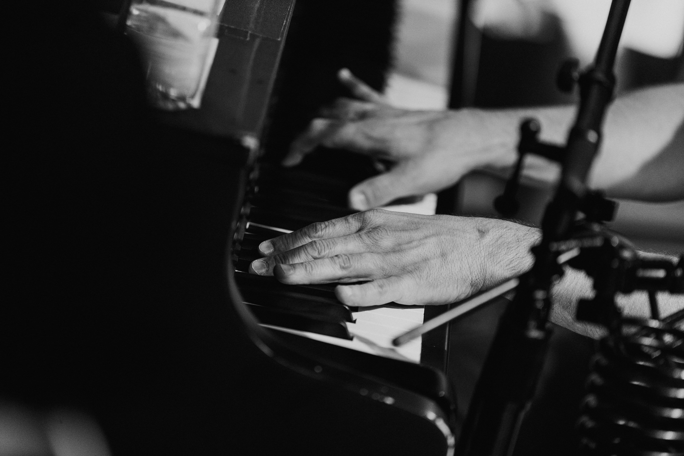 close-up-hands-piano-gavin-degraw-AnnaLeeMedia