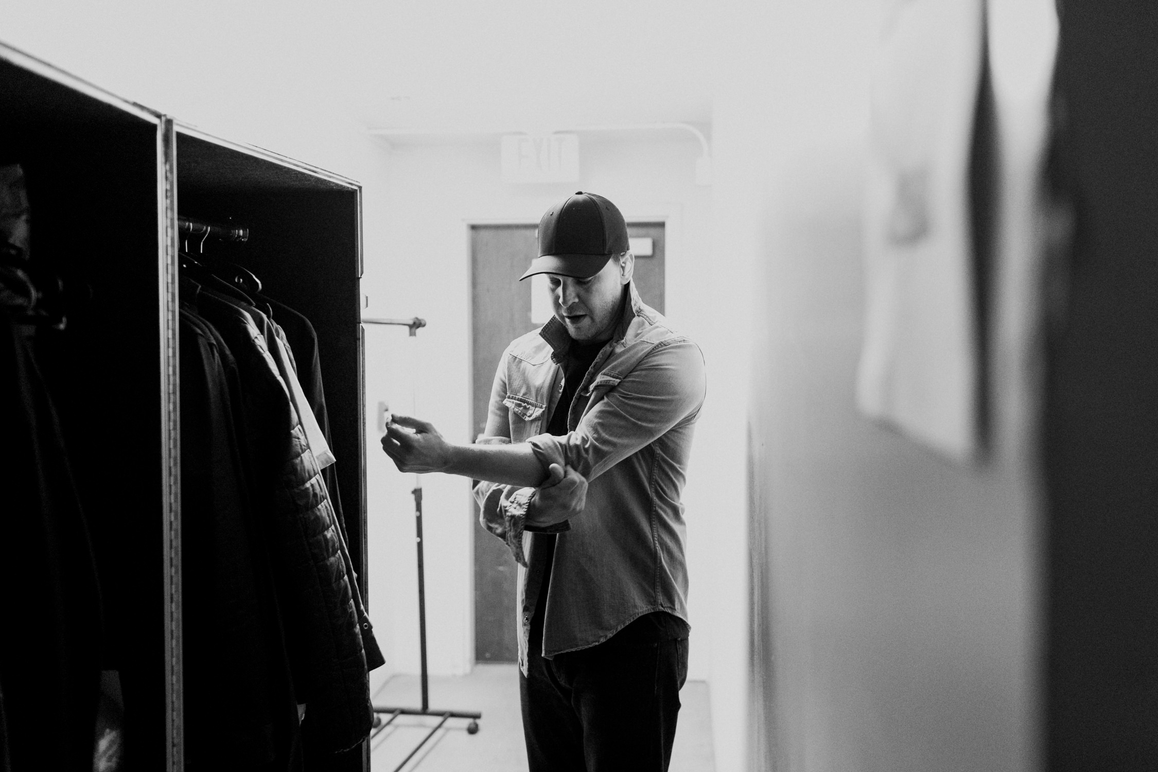 gavin-degraw-backstage-wardrobe-tour-AnnaLeeMedia
