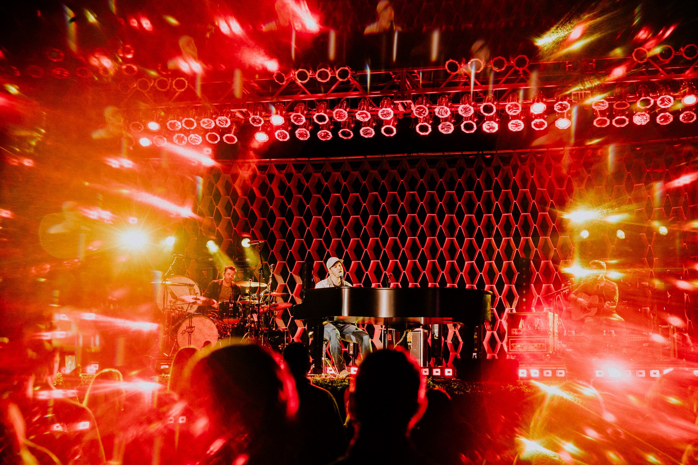 gavin-degraw-grand-piano-red-prism-lights-AnnaLeeMedia
