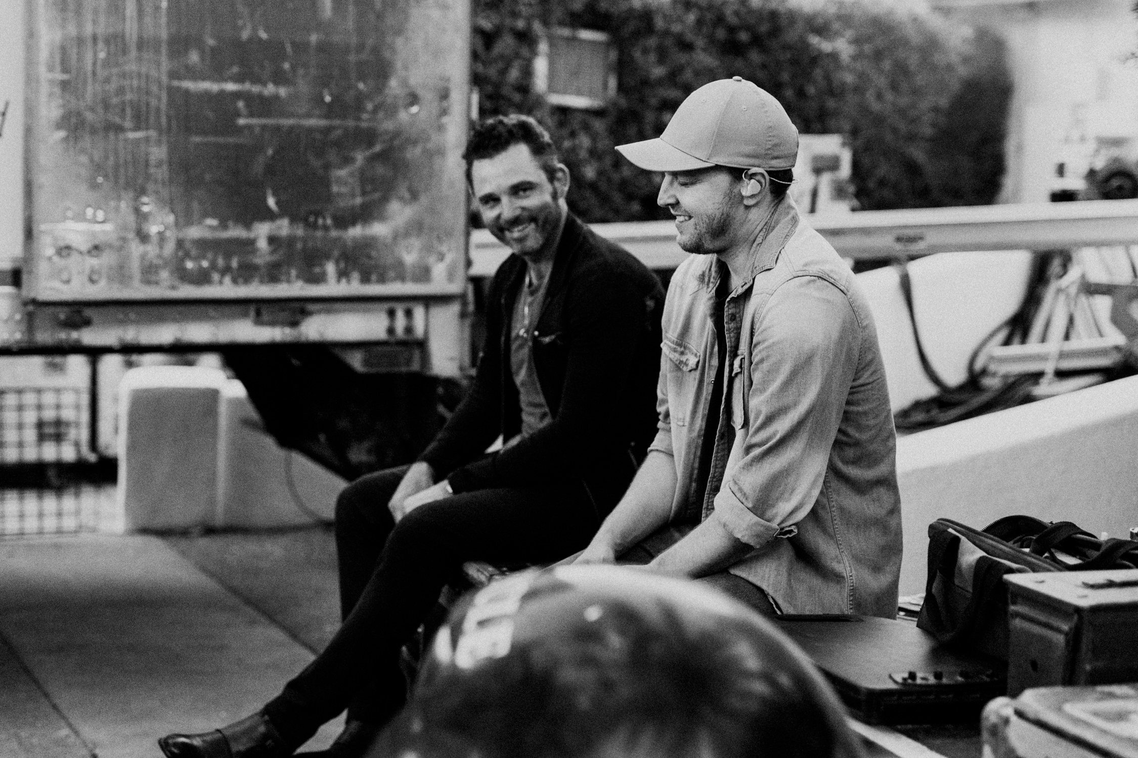 gavin-degraw-michael-baker-backstage-laughing-candid-tour-AnnaLeeMedia