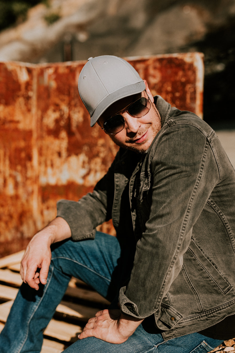 gavin-degraw-outdoor-candid-portrait-AnnaLeeMedia