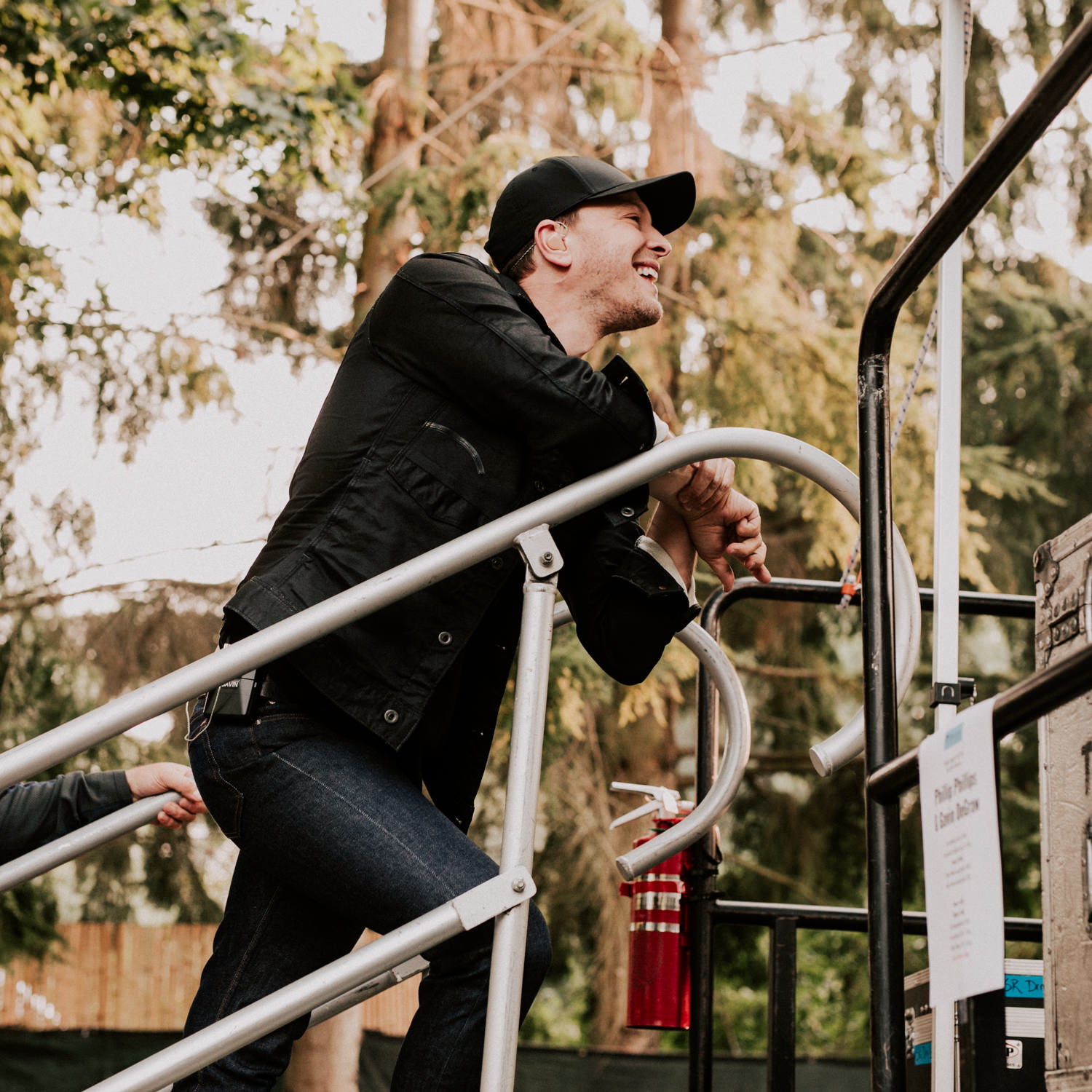 gavin-degraw-side-stage-tour-festival-laughing-AnnaLeeMedia