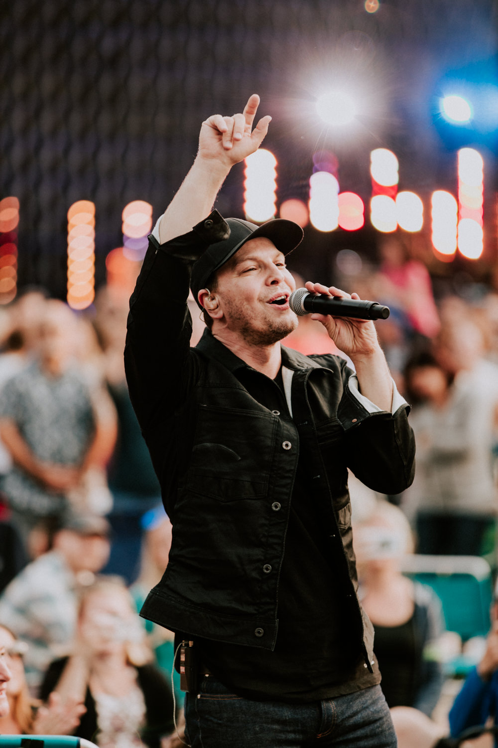gavin-degraw-singing-2018-tour-AnnaLeeMedia