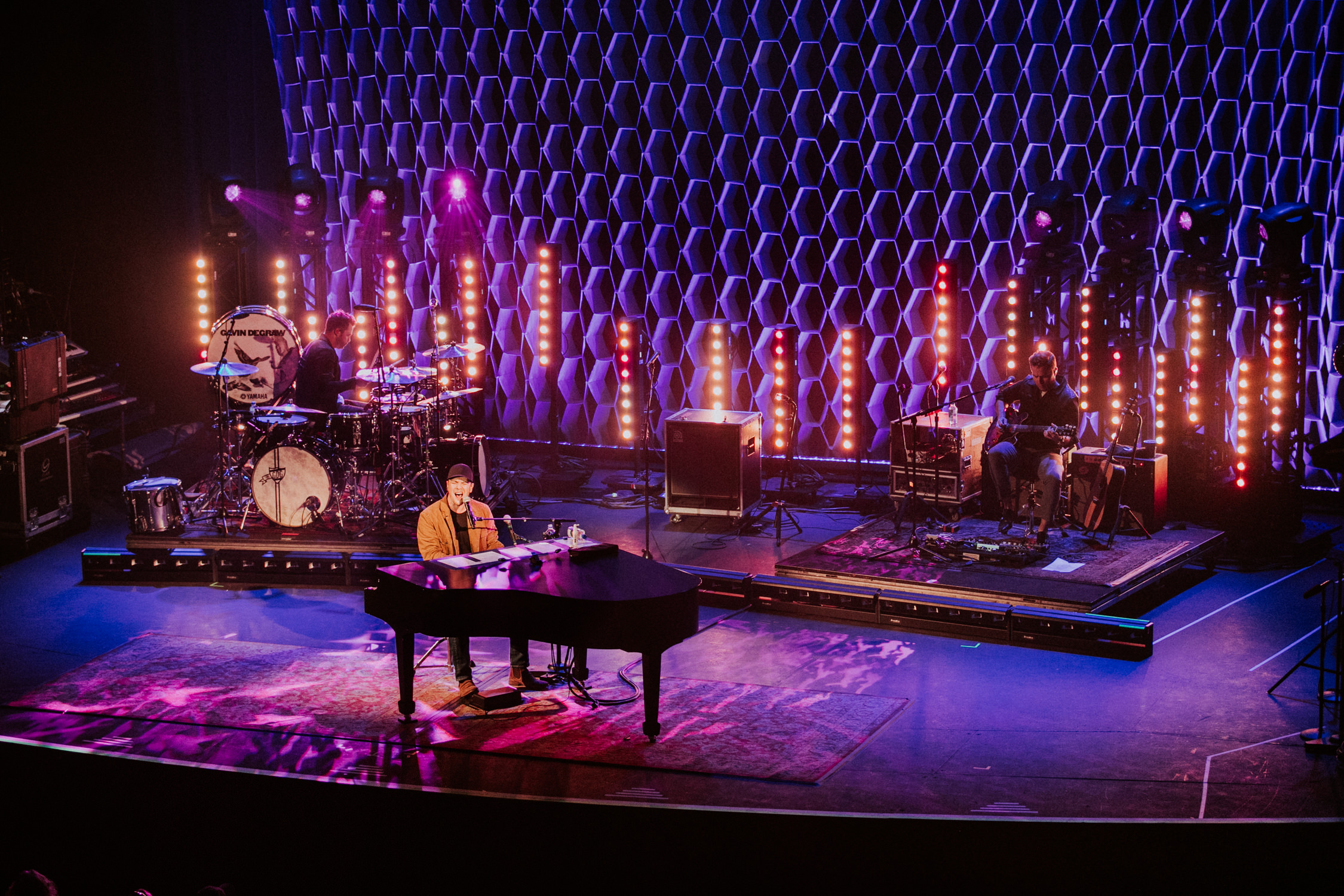 gavin-degraw-tour-production-lights-wide-stage-AnnaLeeMedia