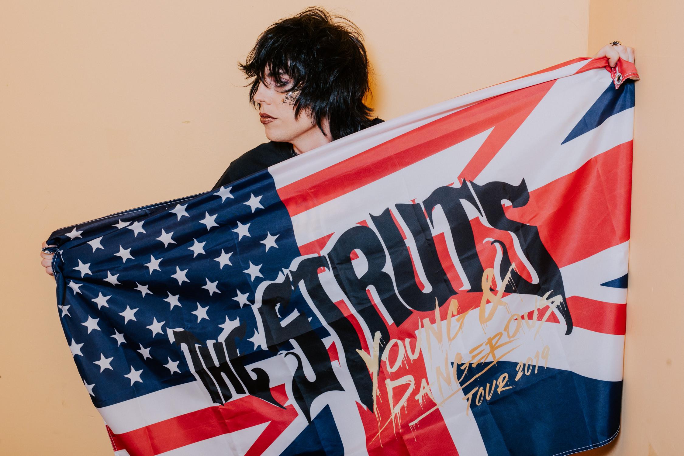 the-struts-merch-flag-luke-AnnaLeeMedia